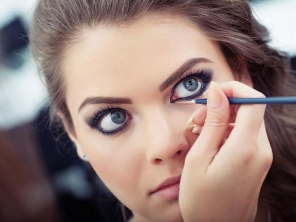 lápiz de ojos permanente